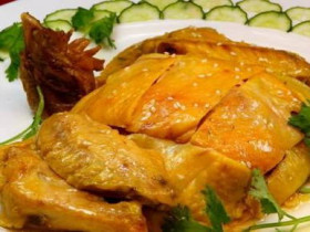 梅州鹽焗雞、釀豆腐、梅菜扣肉傳統客家菜